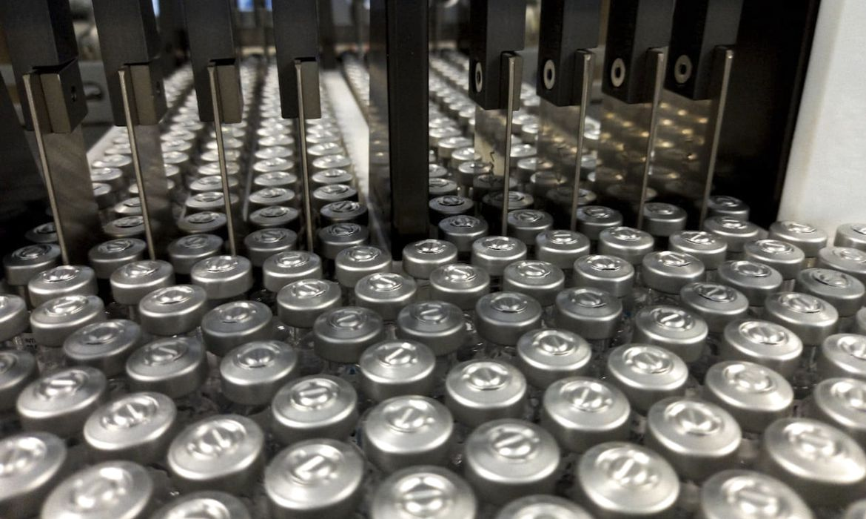 Avião com 1,5 milhão doses de vacina chega amanhã, diz ministro