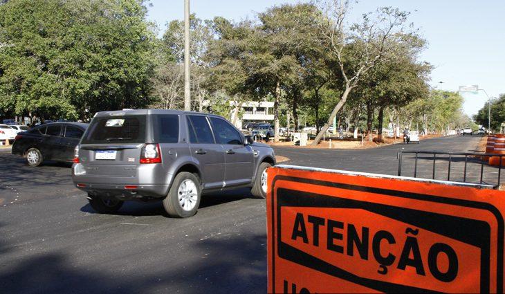 Prazo para licenciar veículos com placas finais 5 e 6 termina na sexta